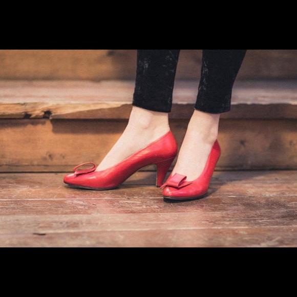 55d424f10f Liz Claiborne Shoes - Vintage Liz Claiborne heels